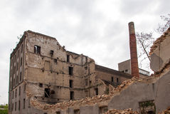 Gammal förstörd fabrik i Zagreb Royaltyfri Bild