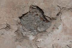 Gammal förstörd vägg som fixas med cementborsteslaglängder Detaljerad stark textur arkivfoton