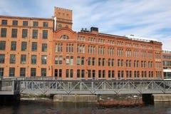 Gammal fabrik för röd tegelsten. Industriellt landskap. Norrkoping. Sverige Arkivbilder