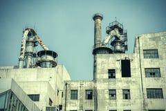 Gammal fabriksbyggnadsyttersida Arkivbilder