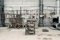 Gammal fabrikspanna och arbetsområde Arkivfoto