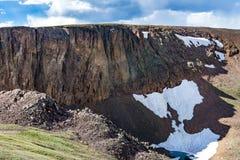 Gammal Fall River väg - nationalpark colorado för stenigt berg royaltyfria bilder