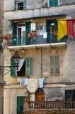 Gammal fasad i gammal stad i Ventimiglia, Italien Royaltyfri Foto