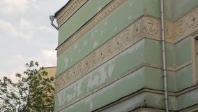 Gammal fasadarkitekturbyggnad stock video