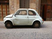 Gammal Fiat 500 bil, sidosikt Royaltyfri Fotografi