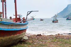 Gammal fiskebåt Arkivfoton