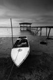 Gammal fiskebåt i svartvitt, Sabah, östliga Malaysia Royaltyfri Bild