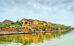 Gammal fjärdedel av den Hoi An staden i Vietnam fotografering för bildbyråer