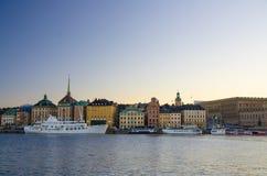 Gammal fjärdedel Gamla Stan med traditionella byggnader, Stockholm, strömbrytare fotografering för bildbyråer