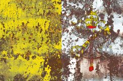 Gammal flagga för Vatican City grungebakgrund Arkivbild