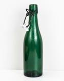 Gammal flaska av grönt exponeringsglas Arkivbilder
