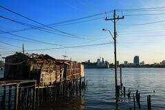 gammal flod förstörda thailand för hus Royaltyfri Foto