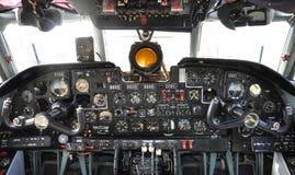 gammal flygplancockpit Fotografering för Bildbyråer