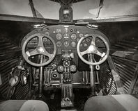 gammal flygplancockpit Royaltyfri Fotografi