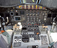 gammal flygplancockpit Arkivfoto