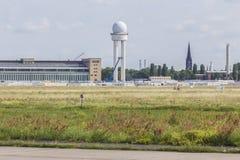 Gammal flygplats berlin Tyskland för Tempelhofer feld Fotografering för Bildbyråer