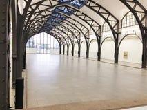 Gammal forntida korridor med metall Royaltyfri Bild