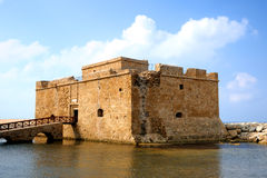 Gammal fort i stad av Paphos Royaltyfria Bilder