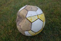 gammal fotboll Fotografering för Bildbyråer