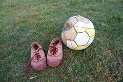 gammal fotboll Arkivfoto