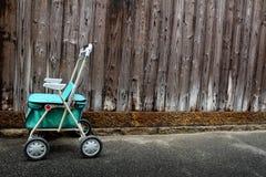 Gammal fotgängarevagn Royaltyfri Bild