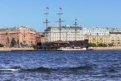 Gammal fregatt i helgonet Petersbourg Fotografering för Bildbyråer
