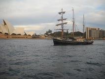 Gammal fregatt, nära operahus royaltyfri bild
