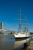 Gammal frigateship i hamn royaltyfria foton