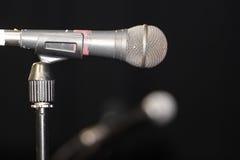 Gammal funktionsduglig mikrofon Arkivfoton