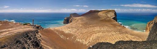 Gammal fyr av ön för Ponta DOS Capelinhos Faial, Azores arkivbild