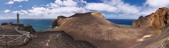 Gammal fyr av Capelinhos, Faial Azores öar arkivbild