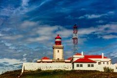 Gammal fyr på Caboen da Roca i Portugal Arkivfoton