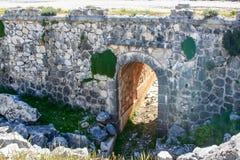 Gammal gångtunnel i mitt av Sierra Nevada arkivbild