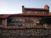 Gammal gammal kyrka i Bulgarien royaltyfri fotografi