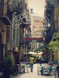 Gammal gata av mitten av Palermo med trots allt Massimo Theater sicily italy fotografering för bildbyråer