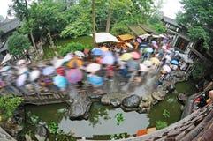 Gammal gata för Chengdu jinli i regnet Fotografering för Bildbyråer