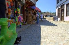 Gammal gata i den Tryavna staden, Bulgarien Arkivbild