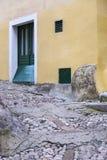 Gammal gata i medeltida stad Arkivbild