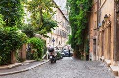 Gammal gata i Rome arkivfoto