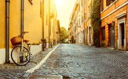 Gammal gata i Rome Arkivbilder