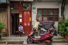 Gammal gata i Shanghai Fotografering för Bildbyråer