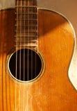 gammal gitarr Fotografering för Bildbyråer