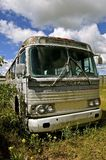 Gammal GMC buss i behov av reparationen Arkivfoton