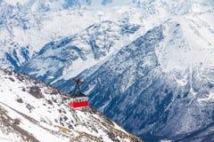 Gammal gondolelevator på det Elbrus berget Royaltyfri Foto