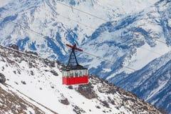 Gammal gondolelevator på det Elbrus berget Royaltyfri Bild