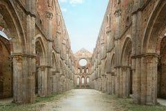 Gammal gotisk abbotskloster - abbotskloster av San Galgano, Tuscany, Italien Royaltyfri Foto