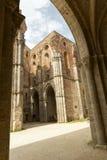 Gammal gotisk abbotskloster - abbotskloster av San Galgano, Tuscany, Italien Royaltyfria Bilder