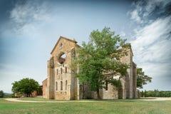 Gammal gotisk abbotskloster - abbotskloster av San Galgano, Tuscany, Italien Arkivbild