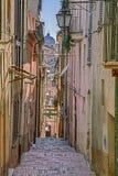Gammal gränd i Lanciano, Abruzzo, Italien Royaltyfria Bilder