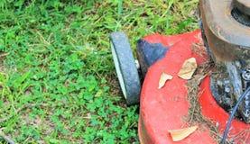 gammal gräsklippare Arkivfoto